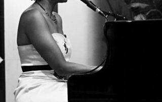Wedding Singer Glasgow   Solo Vocalist Glasgow   Solo Singer Glasgow