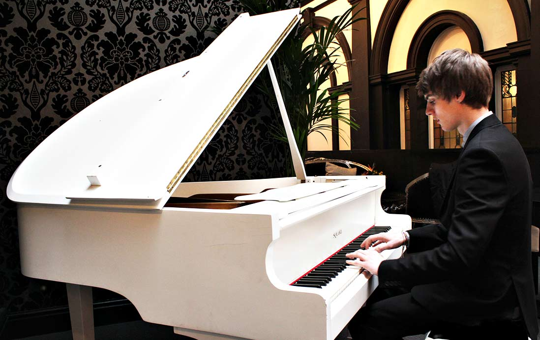 James Breckon Pianist | Pianist James Breckon | Hire North West Pianist